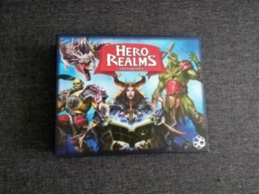 Pudełko jest większe niż przy Star Realms
