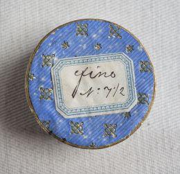 Caja delentejuelas de metal de 1930.