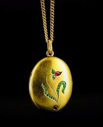 Medallón Art Nouveau de oro de 14 k con incrustaciones de rubíes y demantoides, San Petersburgo - Rusia, 1908