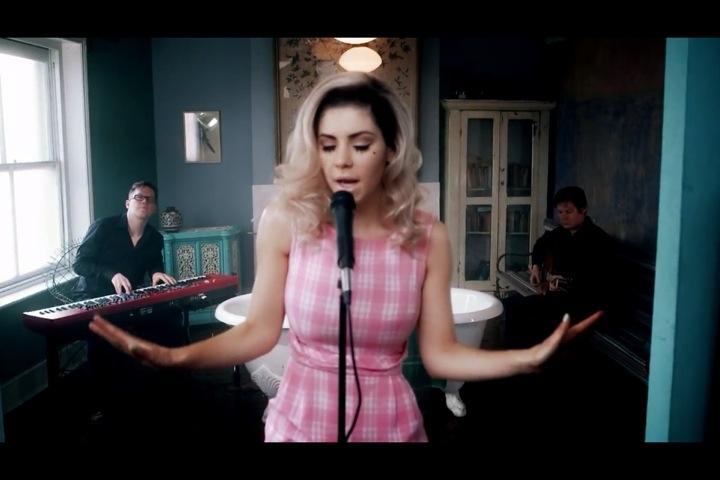 Marina and the Diamonds- Homewrecker nails (1/6)