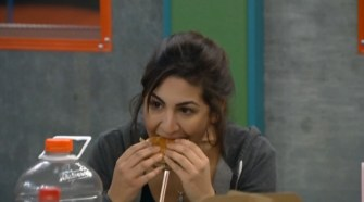 BB16-0903-Victoria-eating