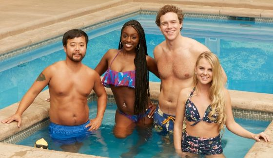 Big Brother 18's returning Houseguests in the pool