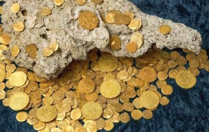 divers dig up gold coins