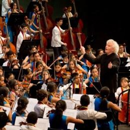 2934-hires_el_sistema_ncso_simon_rattle_national_children_s_symphony_orchestra_of_venezuela_c_silvia_lelli3