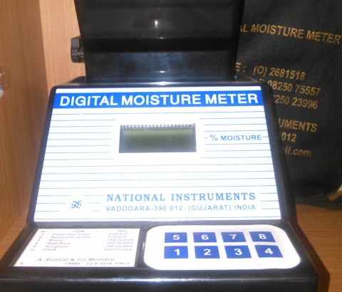 Easy reading LCD Moisture Tester Temperature Meter Detector in kampala