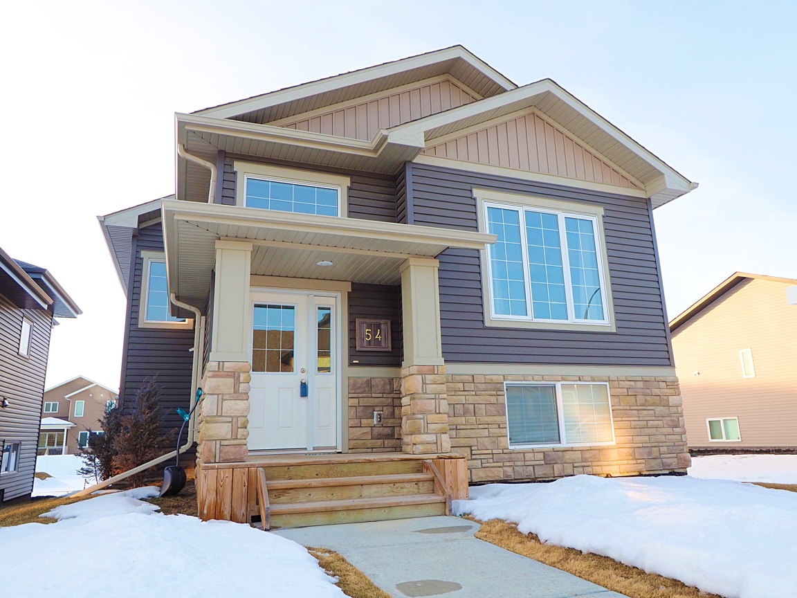54 Village Cres just listed