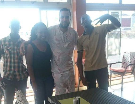 French Montana akigera mu gihugu cya Uganda, ahitwa kuri Café Aviato muri Entebbe