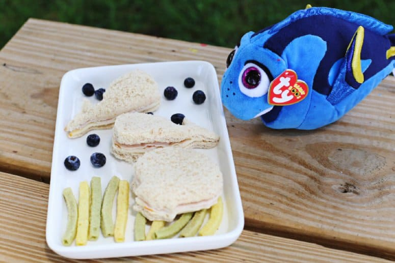 "Create a ""Finding Dory"" Inspired Lunch with Nature's Harvest® Bread"