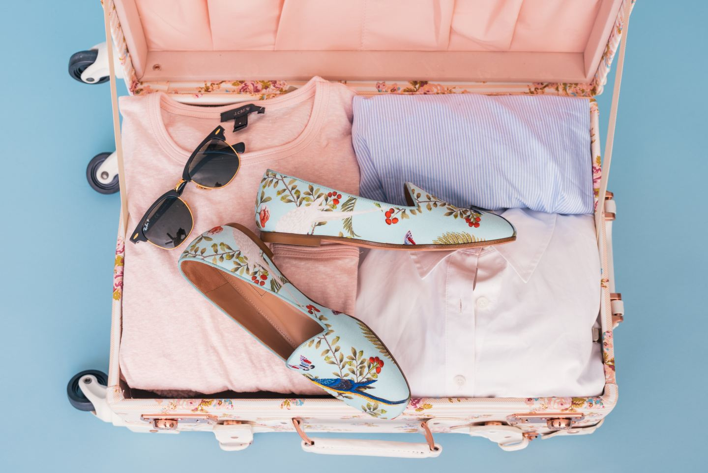 7 Items to NOT Bring with You on Vacation