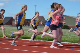 Womens 800m at track reopening. Photo by Stuart Goodwin