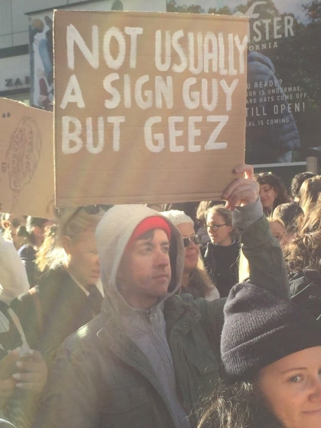 One of the best signs of the day - Twitter: @AlexMLeo