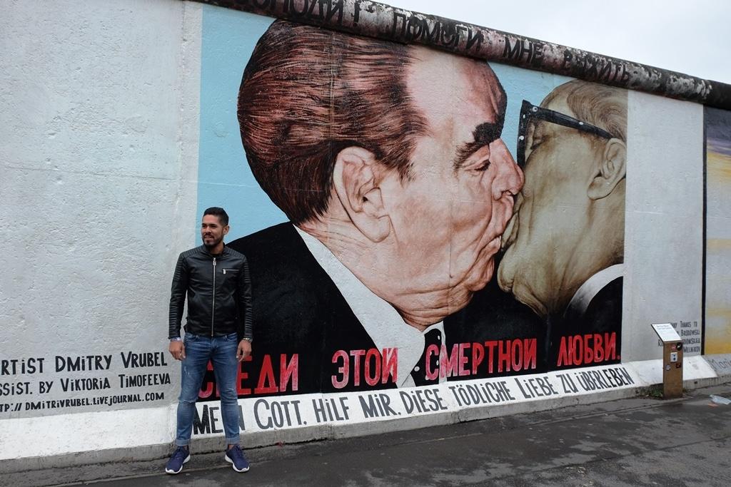 Honecker and Brezhnev - that famous kiss. Dmitri Wrubel: Mein Gott hilf mir, diese tödliche Liebe zu überleben
