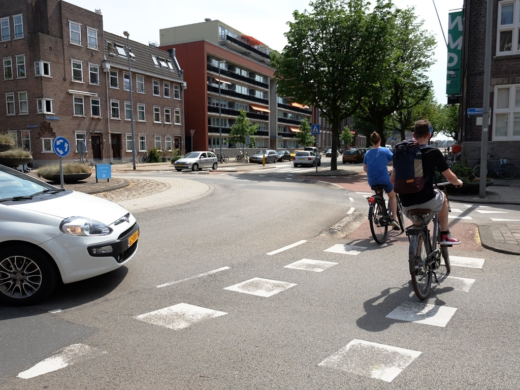 Bicycles even have priority on Rottersdam's roundabouts