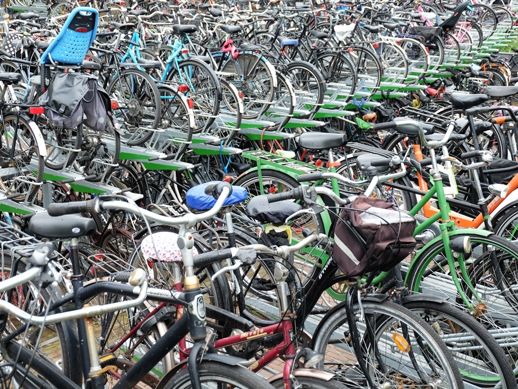 Always a good sign of joined up infrastructure! 100s of bikes at the train station