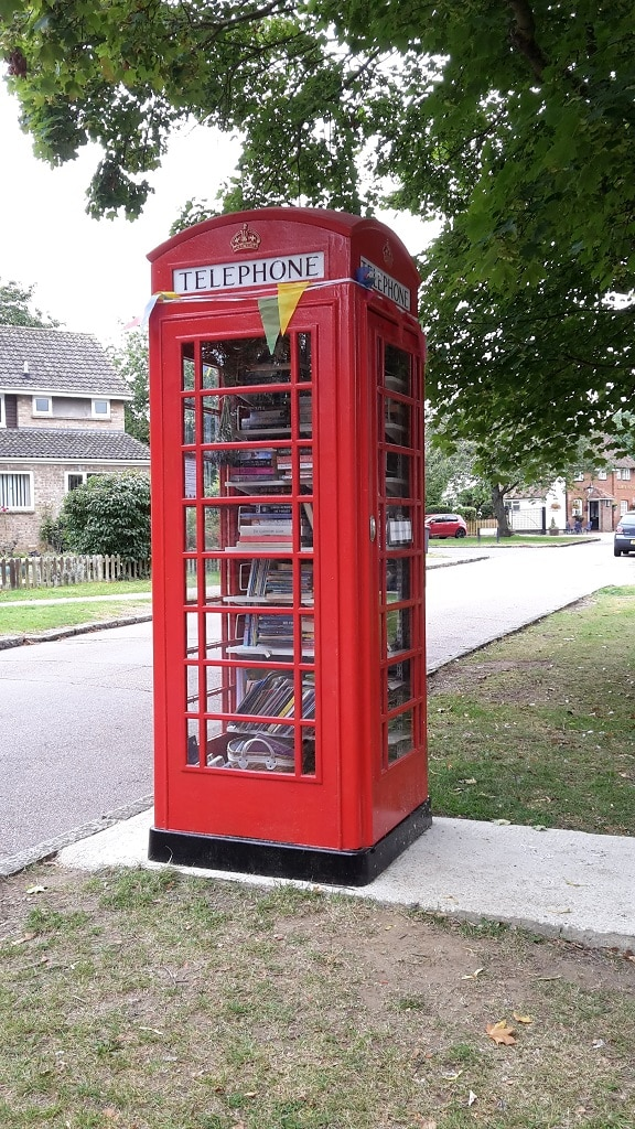 Red telephone box library service in Ickleford