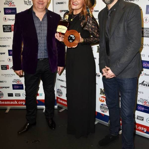 Elles Bailey's 'A Little Piece Of Heaven' Wins UK Song Of The Year…