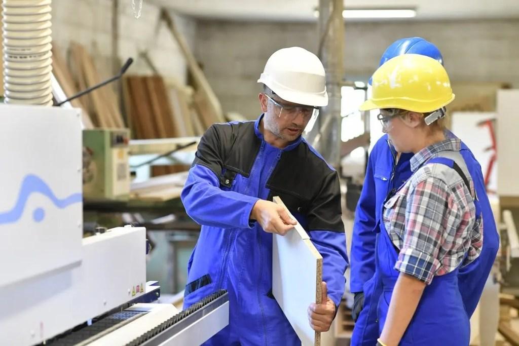 trade school, vocational school, carpentry career, plumbing career, welding career, scholarships, skilled trade school