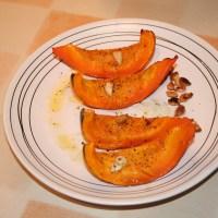 Gebackener Kürbis mit Basilikum-Pesto