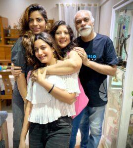 Surbhi Chandna family sister