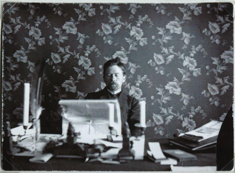 anton-chekhov-in-his-study-in-yalta--1895-1900-600058295-592773c63df78cbe7e6df7fd