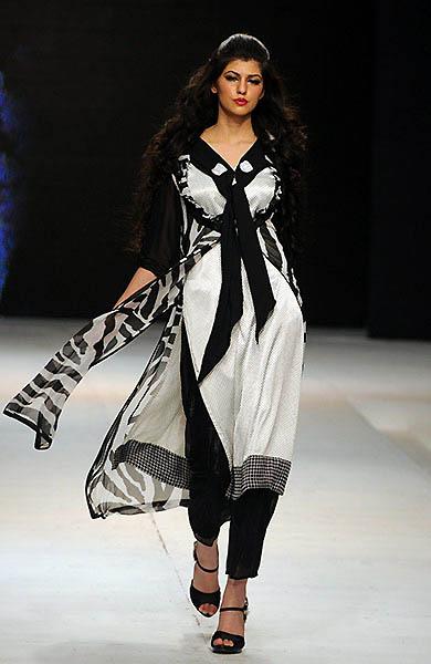 A Pakistani model display 002 Исламабадская неделя моды