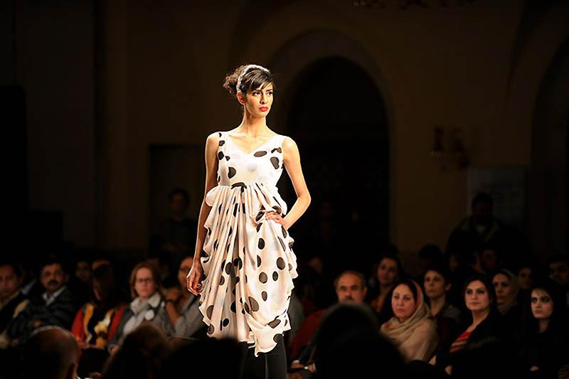 A Pakistani model present 001 Исламабадская неделя моды