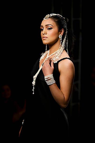 fashion5A.sJPG 900 540 0 95 1 50 50.sJPG  Исламабадская неделя моды