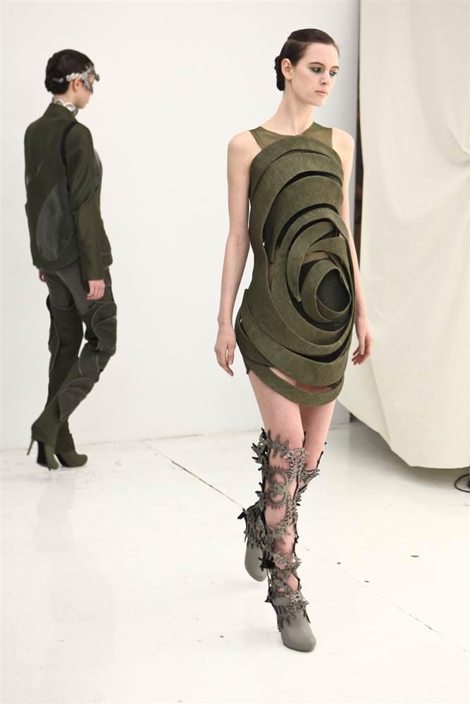 7128 Странные наряды на Нью йоркской неделе моды