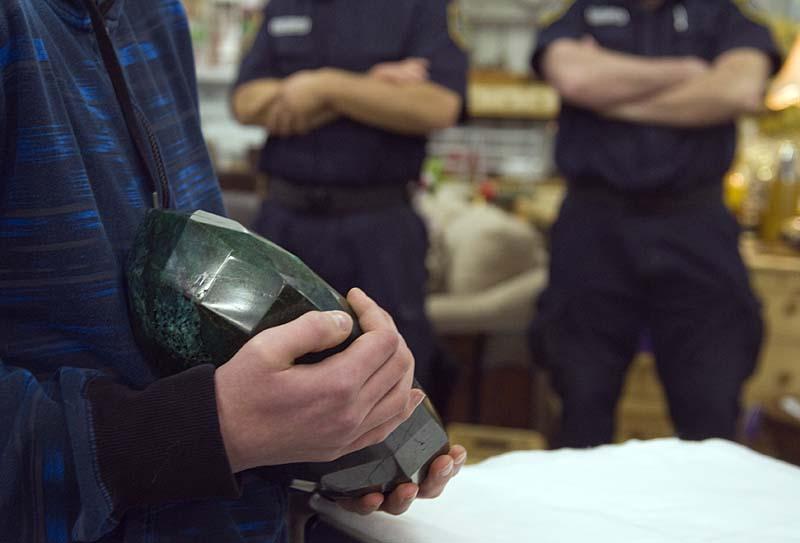 82b30b9d Самый большой в мире изумруд размером с арбуз больше не продается