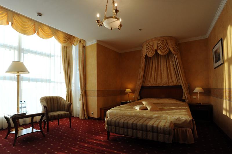 01313 Отель Эмеральд
