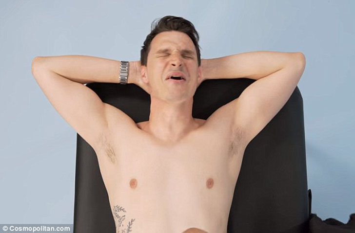 Сексуальная процедура избавления от волос интимного хозяйства мужика