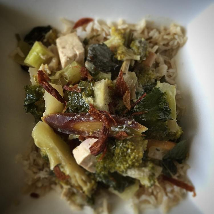 Veggilicious Thai Green Curry over brown rice. #cleaneating #delish #bonappetit #vegetarian