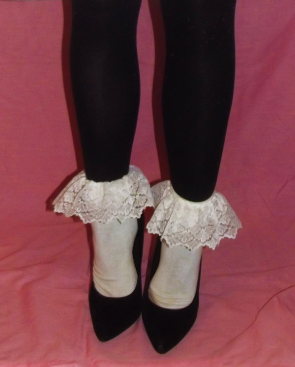kawaii-lace-white-ruffle-vintage-socks