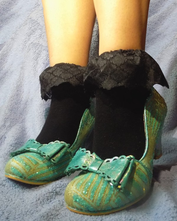 ruffle-lace-black-frilly-vintage-socks