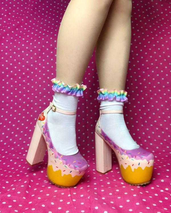 pastel-rainbow-kawaii-cute-party-kei-white-ankle-socks