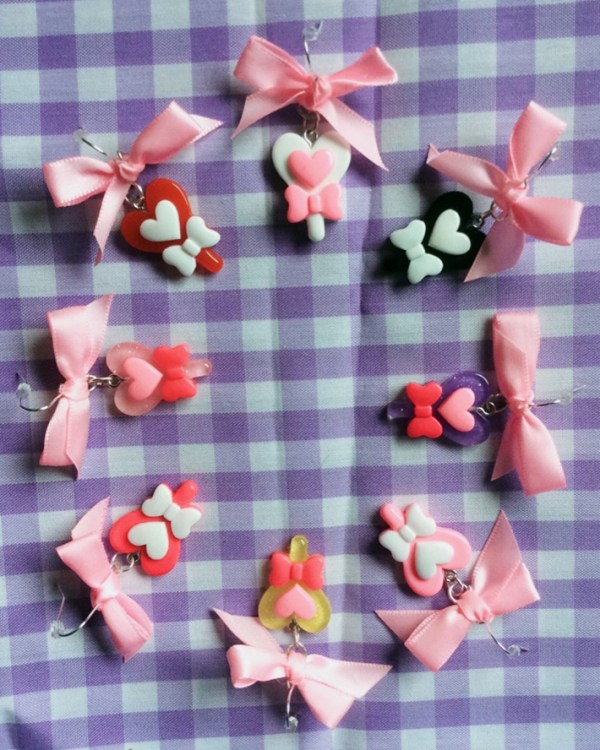 pink-bows-colourful-pastel-bright-glitter-kawaii-earrings