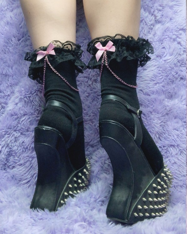 kawaii-goth-lace-black-and-pink-chain-bows-y2k-pastel-ankle-socks