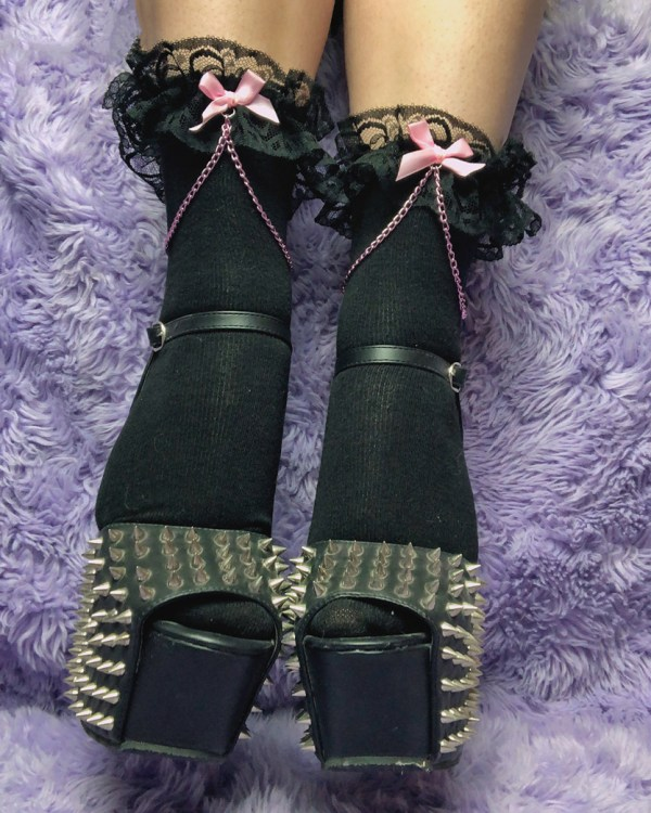 kawaii-lace-black-and-pink-chain-bows-y2k-pastel-ankle-socks