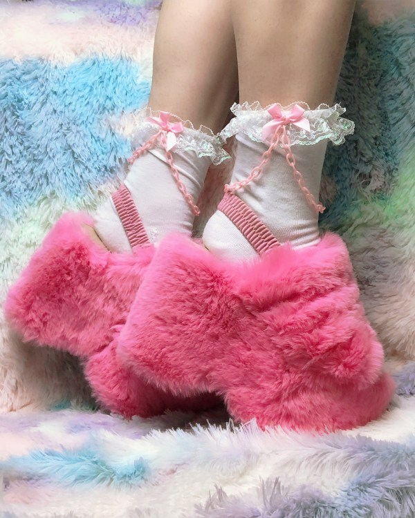 kawaii-white-and-pink-chain-y2k-pastel-ankle-socks