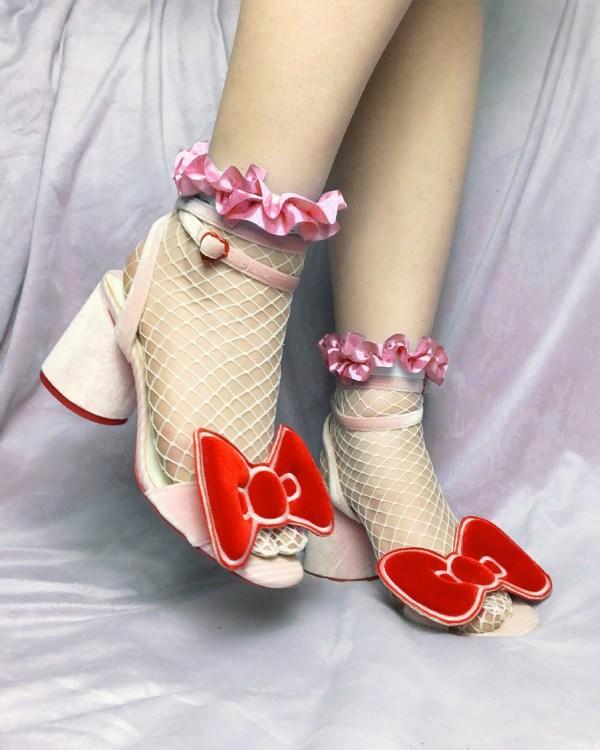 white-fishnet-socks-pink-ruffle-ribbon-kawaii-stockings