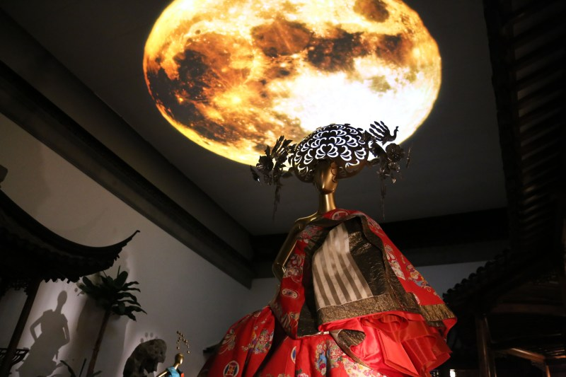 Met_Museum_China_Ceiling view of Blended_Projection_Reflection_of the moon on 'water'