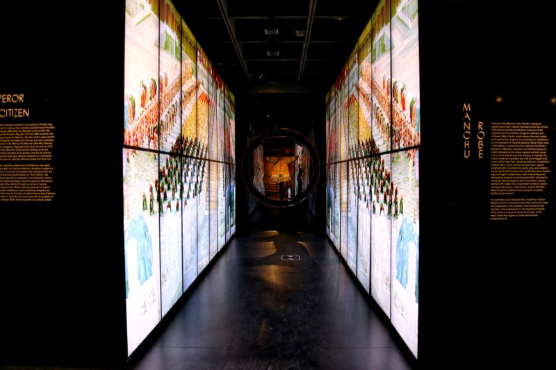 Met_Museum_China_Video_Monitor_Walls