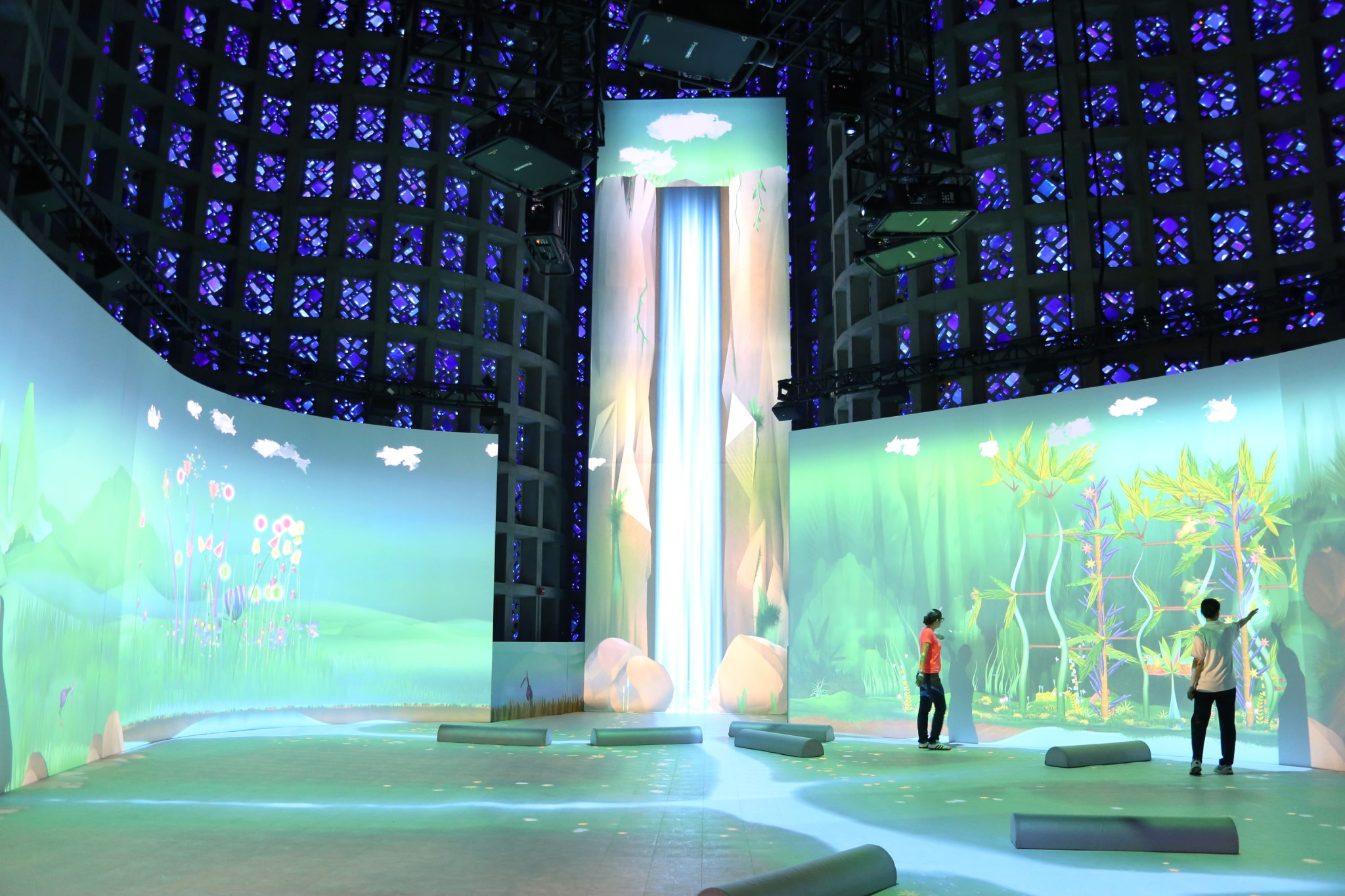 NY_Hall_of_Science_Interactive_Projection_of waterfall and walls