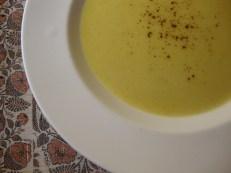 Gingery Cauliflower Soup https://bigsislittledish.wordpress.com/2012/01/25/gingery-cauliflower-soup/