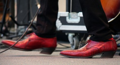 Alejandro Escovedo struts the stage with style. Photo courtesy of Vootie Productions