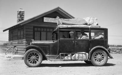Drought refugees from Glendive leaving for Washington. Photographer: Arthur Rothstein, July 1936. Courtesy Library of Congress, Prints & Photographs Division