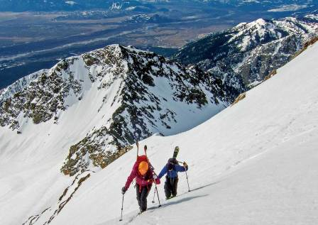 Kim Havell and Pat McDermott hiking up Buck Mountain in Grand Teton National Park. Photo by Jonathan Selko