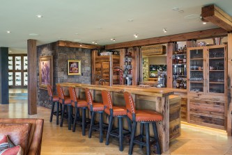The home features two bars custom built by Jason Clary of Rusty Nail Design. A refrigerated wine storage and display area and luxurious, leatherupholstered barstools for six ensure convivial gatherings.