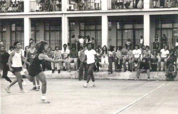 41-1975-andebol escolar-liceu x escola comercial- campo do liceu salazar