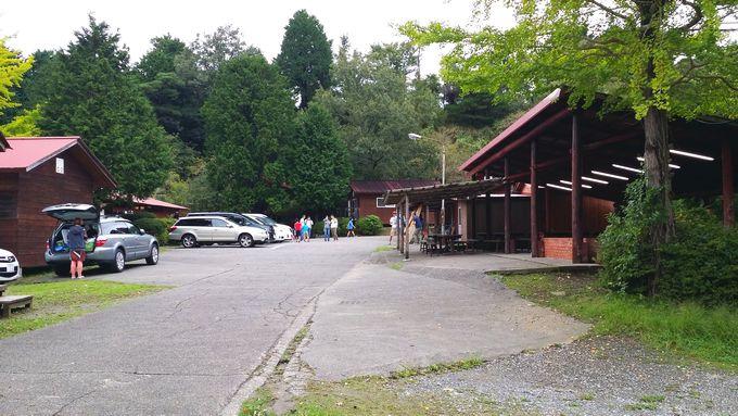 ロマンの森オートキャンプ場 管理棟前の広場